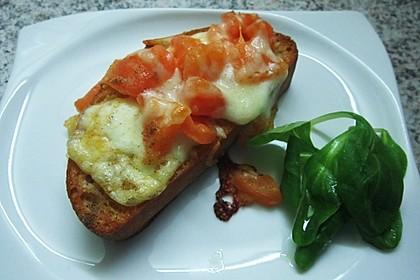 Crostini mit Tomaten und Mozzarella 6