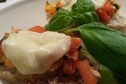 Crostini mit Tomaten und Mozzarella 4