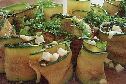 Eingelegte Zucchiniröllchen 88