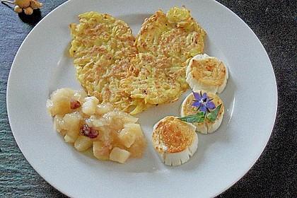 Apfelkompott auf Kartoffelrösti mit Ziegenkäse