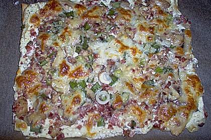 Blätterteig - Pizza mit Sauerrahm 9
