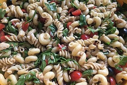 Nudelsalat mit Rucola und Pinienkernen in Balsamico - Dressing 3