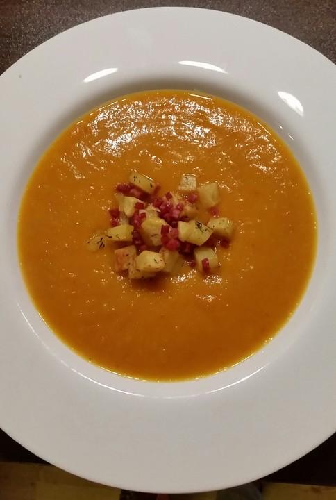Kürbis - Apfel - Suppe mit Kartoffel - Speck - Croûtons | Chefkoch