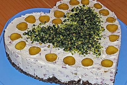 Frischkäsetorte mit Salami und Gurken 2
