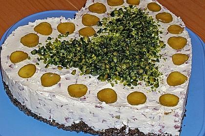 Frischkäsetorte mit Salami und Gurken