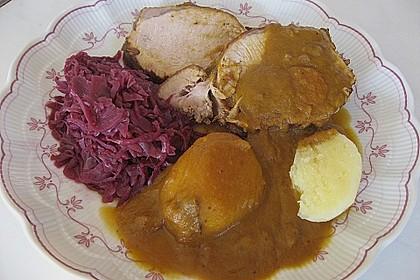 Schweinebraten in Apfel - Zwiebel - Preiselbeer - Sauce