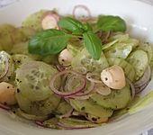 Gurkensalat mit Mozzarella (Bild)