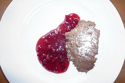 Lebkuchenmousse mit Preiselbeersauce