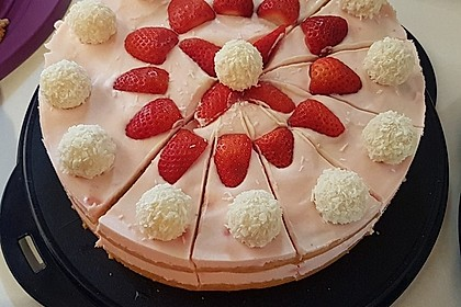 Erdbeer-Raffaello-Torte 21