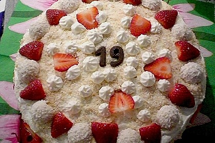 Erdbeer-Raffaello-Torte 242