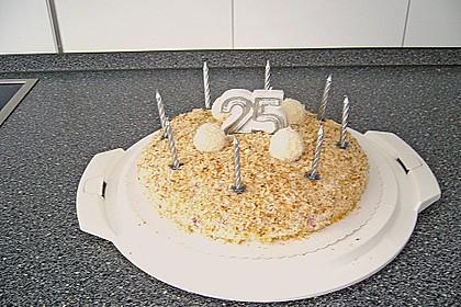 Erdbeer-Raffaello-Torte 240
