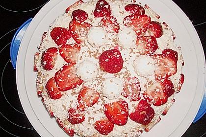 Erdbeer-Raffaello-Torte 249