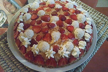 Erdbeer-Raffaello-Torte 221