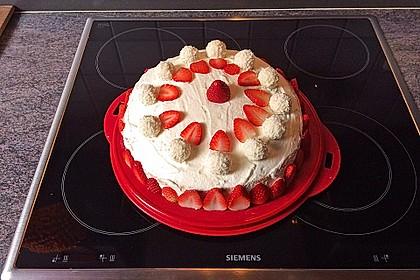 Erdbeer-Raffaello-Torte 61