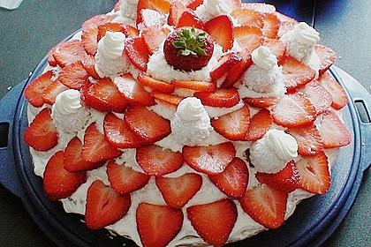 Erdbeer-Raffaello-Torte 7