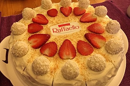 Erdbeer-Raffaello-Torte 12