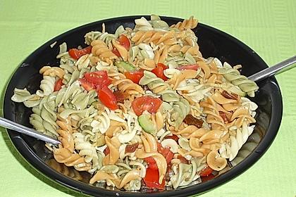 Nudelsalat mit Zucchini und getrockneten Tomaten 2