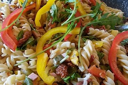 Nudelsalat mit Zucchini und getrockneten Tomaten 3