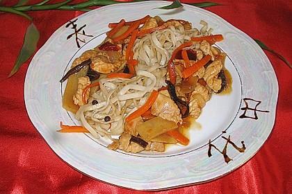 Puten - Chop Suey mit Nudeln