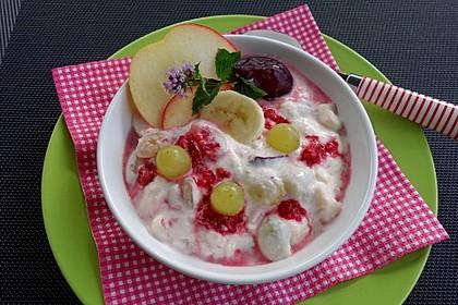 Quarkspeise mit Früchten