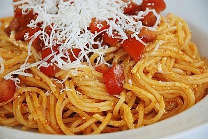 Spaghetti mit rotem Pesto und Schafskäse 1