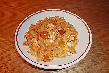 Spaghetti mit rotem Pesto und Schafskäse 2