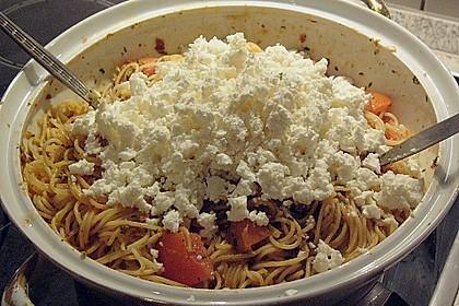 Spaghetti mit rotem Pesto und Schafskäse 4