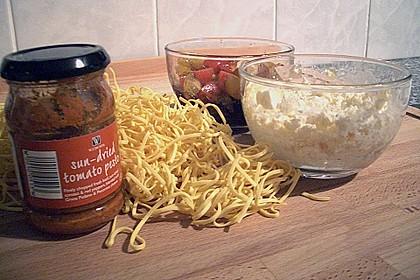 Spaghetti mit rotem Pesto und Schafskäse 3