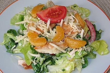 Blattsalat mit Hähnchen und Mandarinen
