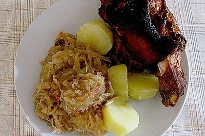 Schweinshaxe auf Sauerkraut 1
