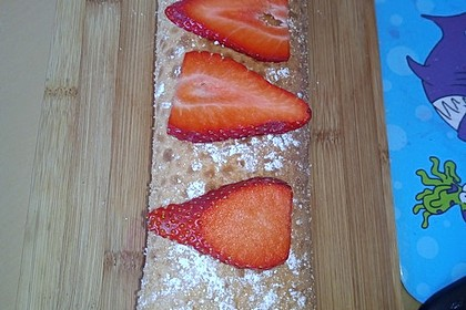 Biskuitrolle mit Erdbeer - Quark - Fülle 17