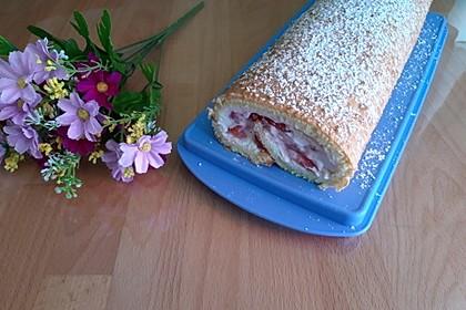 Biskuitrolle mit Erdbeer - Quark - Fülle 7