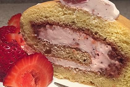 Biskuitrolle mit Erdbeer - Quark - Fülle 11