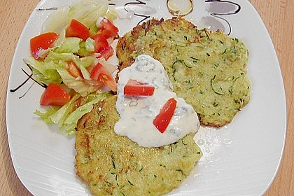 Kleine Zucchini - Kartoffelpuffer mit Joghurt - Kräutersauce 1
