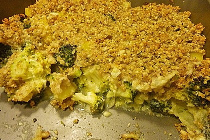 Brokkoli - Erdäpfel - Auflauf mit Nusskruste