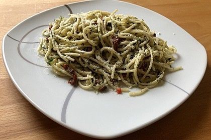 Spaghetti mit getrockneten Tomaten 8