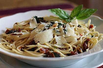 Spaghetti mit getrockneten Tomaten 1