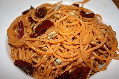 Spaghetti mit getrockneten Tomaten 25