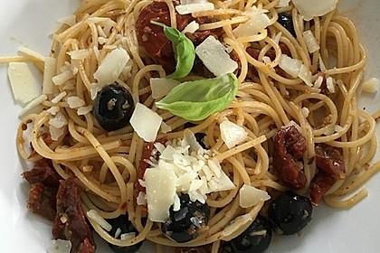 Spaghetti mit getrockneten Tomaten 22