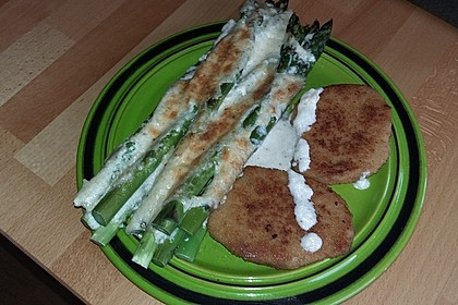 Albertos grüner Spargel mit Parmesancreme 48