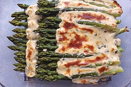 Albertos grüner Spargel mit Parmesancreme 12
