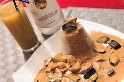 Hühnergeschnetzeltes mit Zucchini in Erdnuss - Kokos - Sauce 4