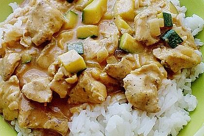 Hühnergeschnetzeltes mit Zucchini in Erdnuss - Kokos - Sauce 6