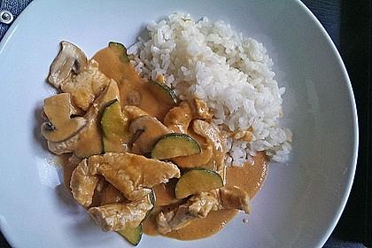 Hühnergeschnetzeltes mit Zucchini in Erdnuss - Kokos - Sauce 8