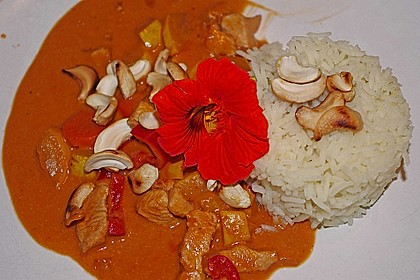 Hühnergeschnetzeltes mit Zucchini in Erdnuss - Kokos - Sauce 5