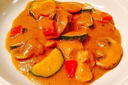 Hühnergeschnetzeltes mit Zucchini in Erdnuss - Kokos - Sauce 12