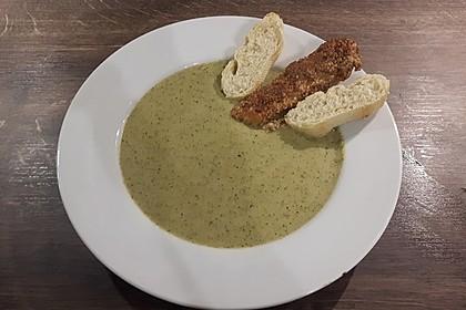 Brokkolicremesüppchen mit gebratenen Gambas und Croutons 7