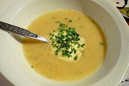Brotpüreesuppe mit Kräutern