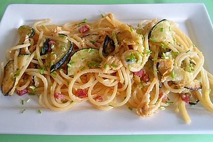 Spaghettipfanne mit gebratenen Zucchini