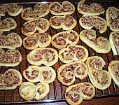 Blätterteigschnecken mit Salami und Frischkäse (Bild)